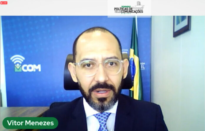 Fust; Vitor Menezes